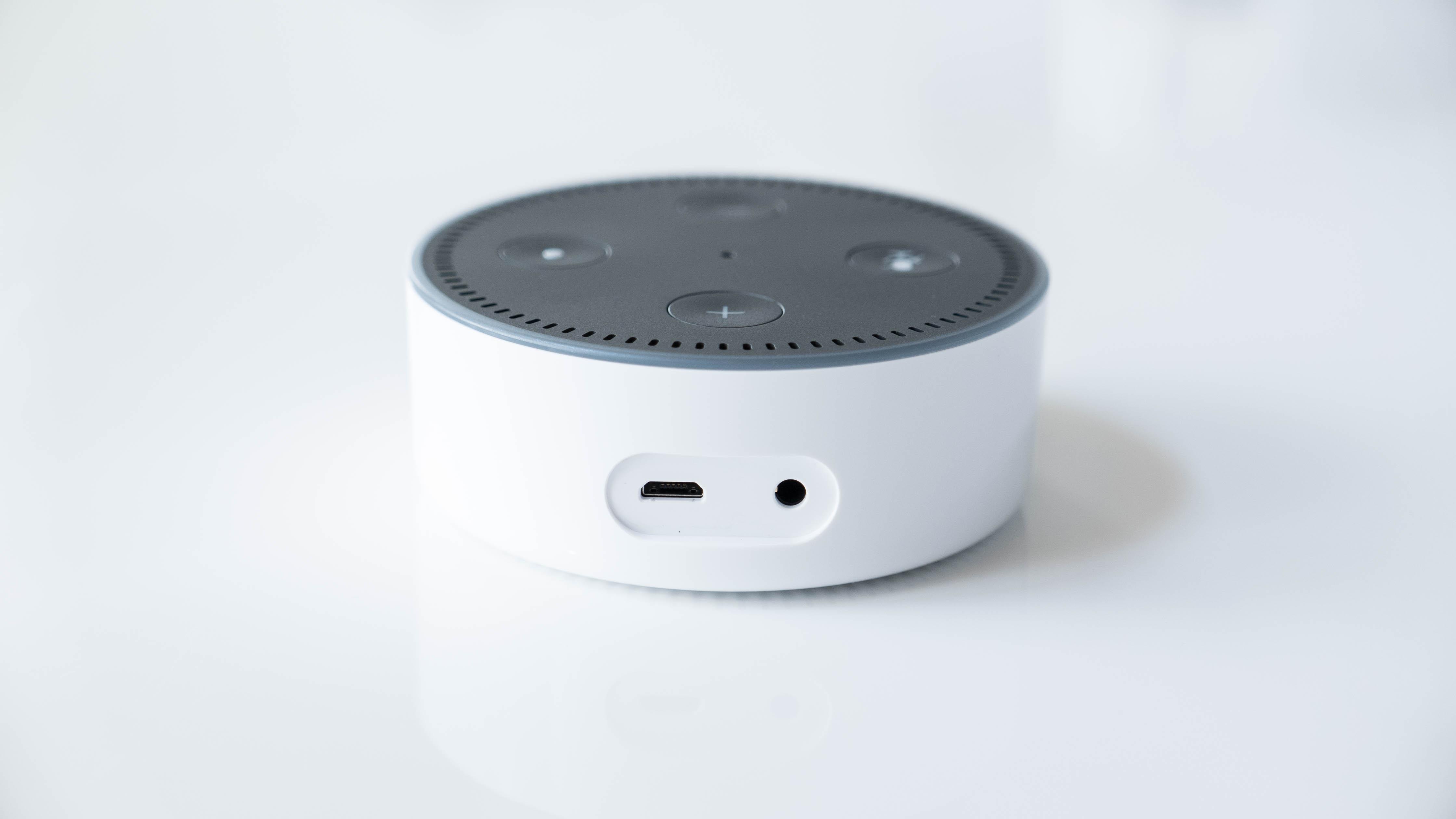 Amazon-Echo-Dot-2-weiß-hinten