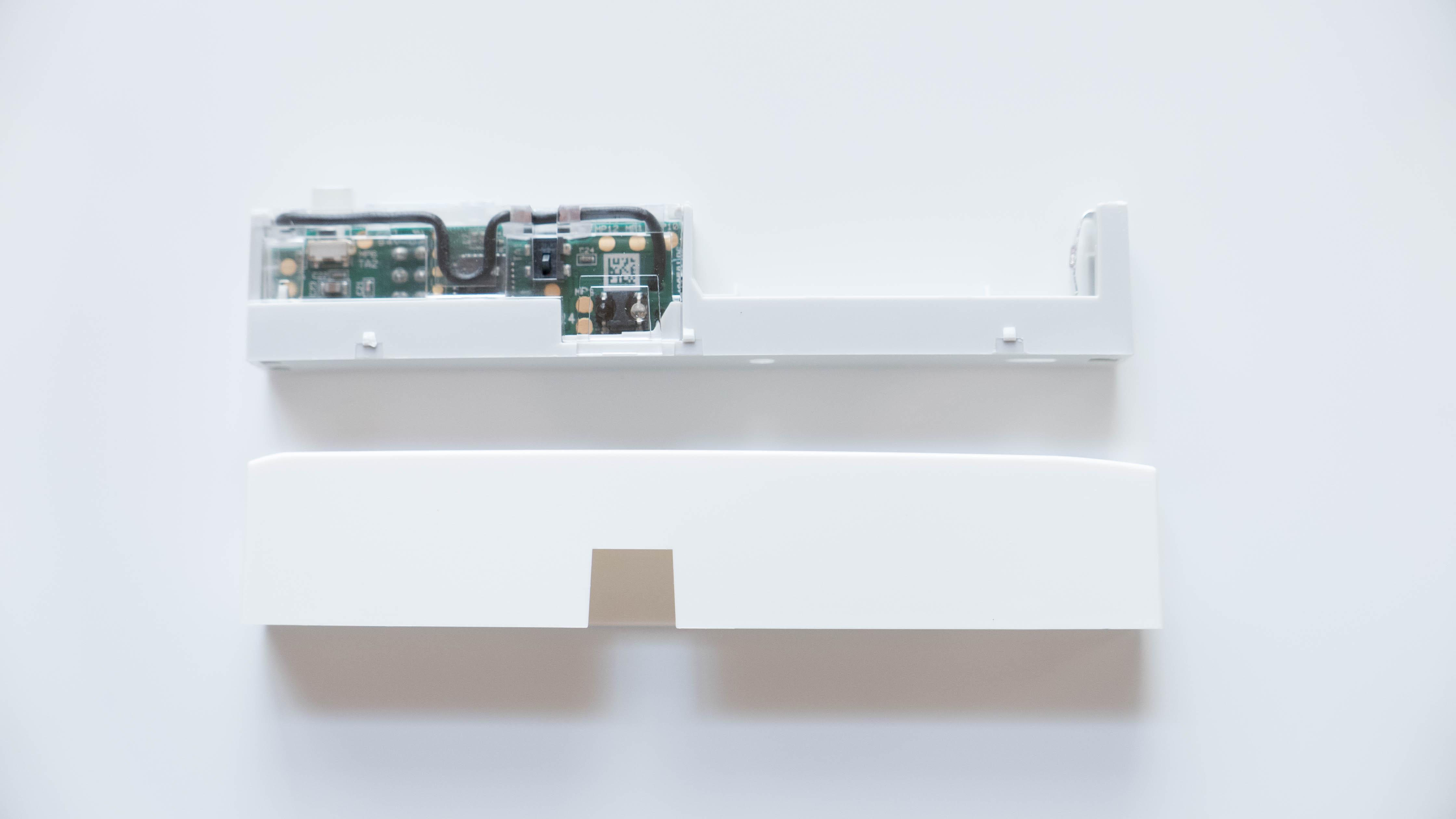Homematic-IP-Tür-und-Fensterkontakt-zerlegt-rechts