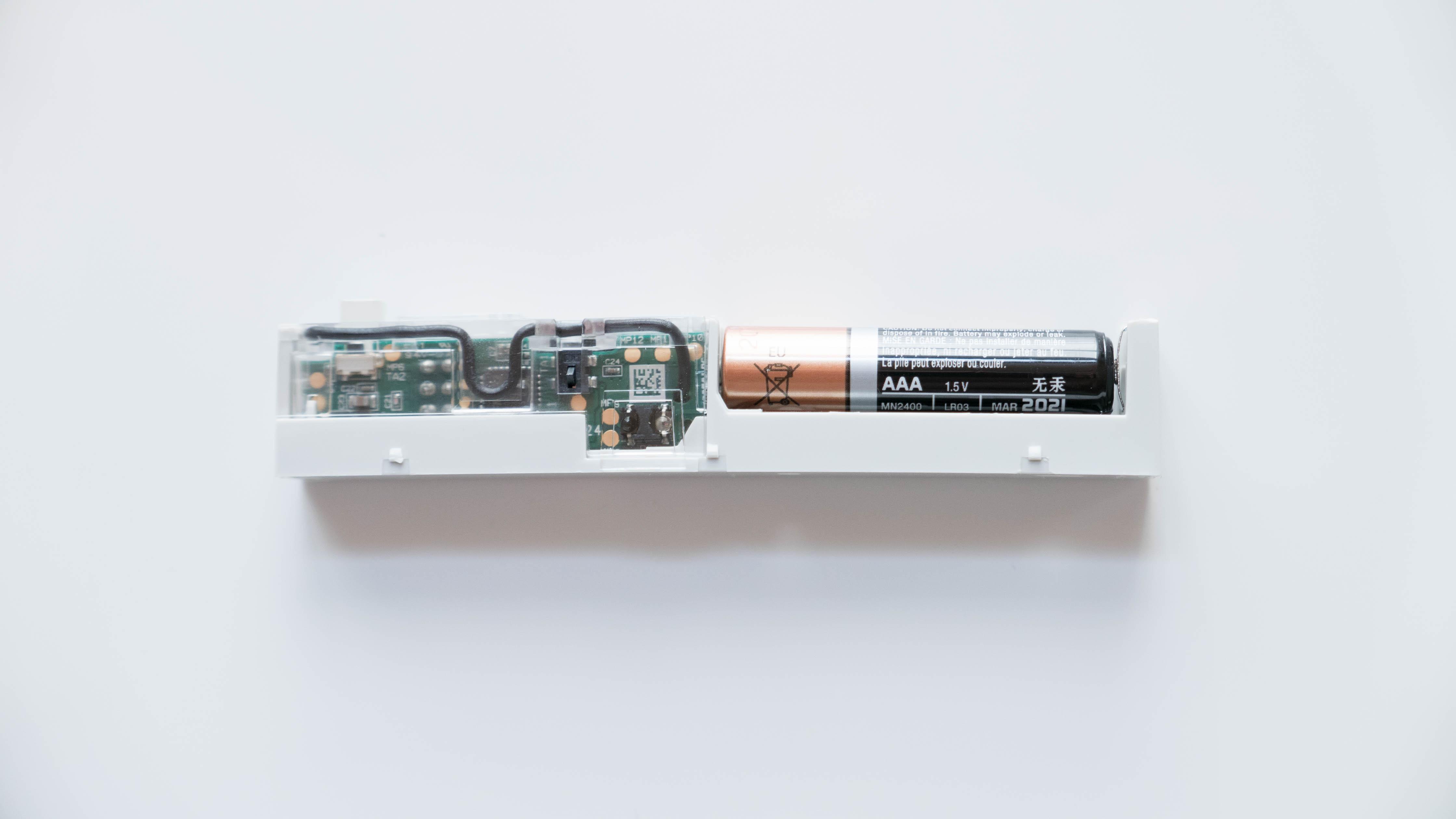 Homematic-IP-Tür-und-Fensterkontakt-zerlegt