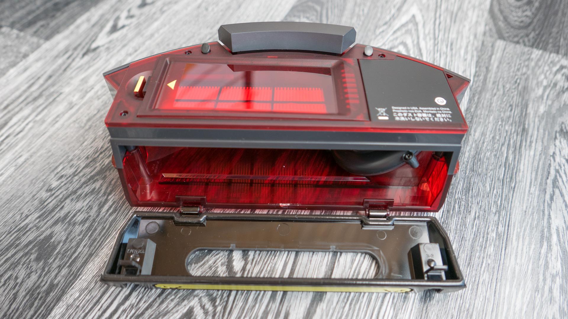 iRobot Roomba 980 Staubbehälter 09