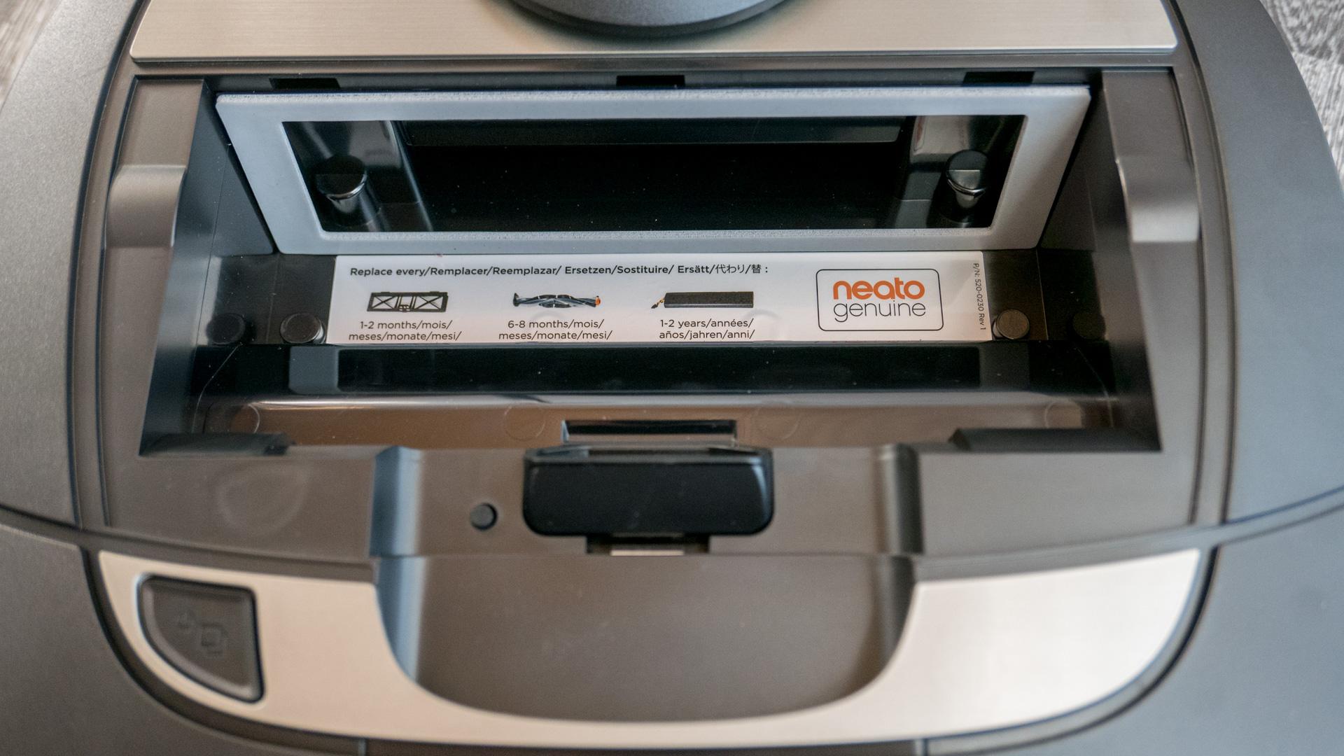 Neato Botvac D7 Staubbehälter 02