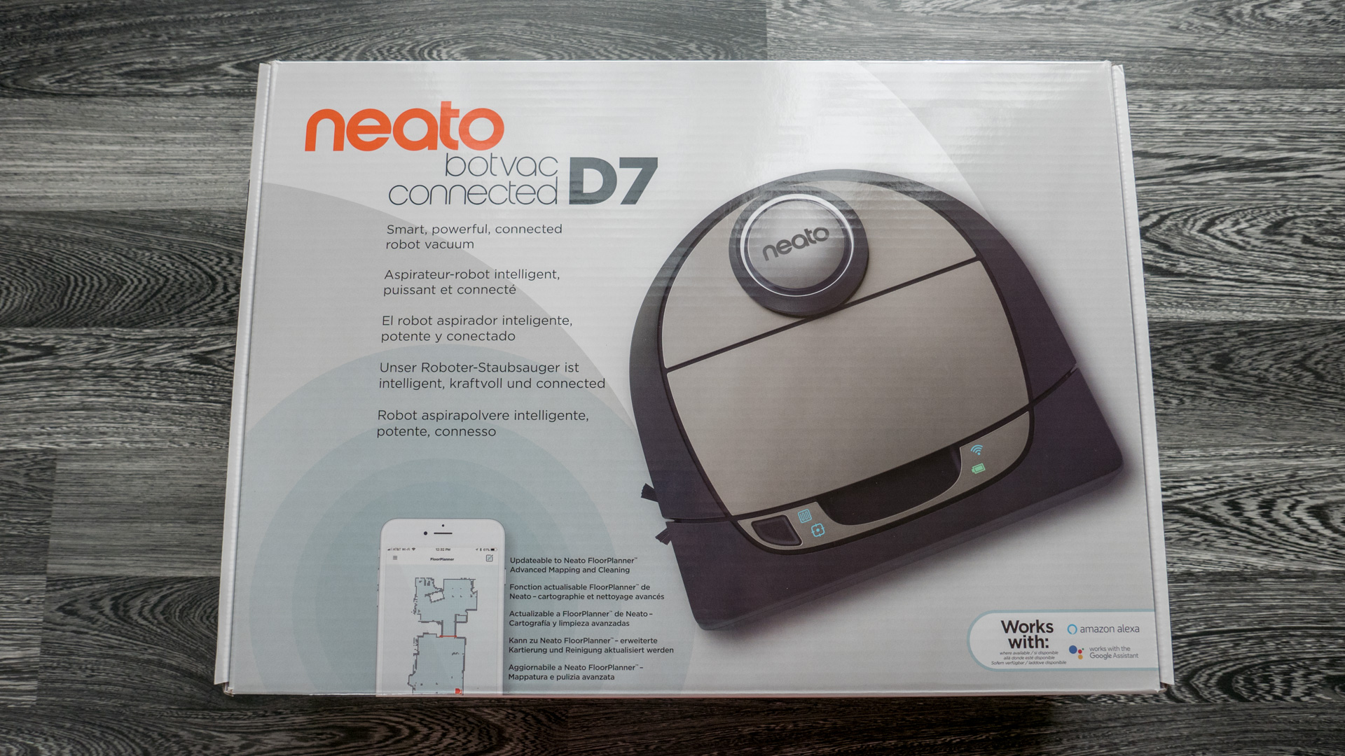 Neato Botvac D7 Unboxing 01
