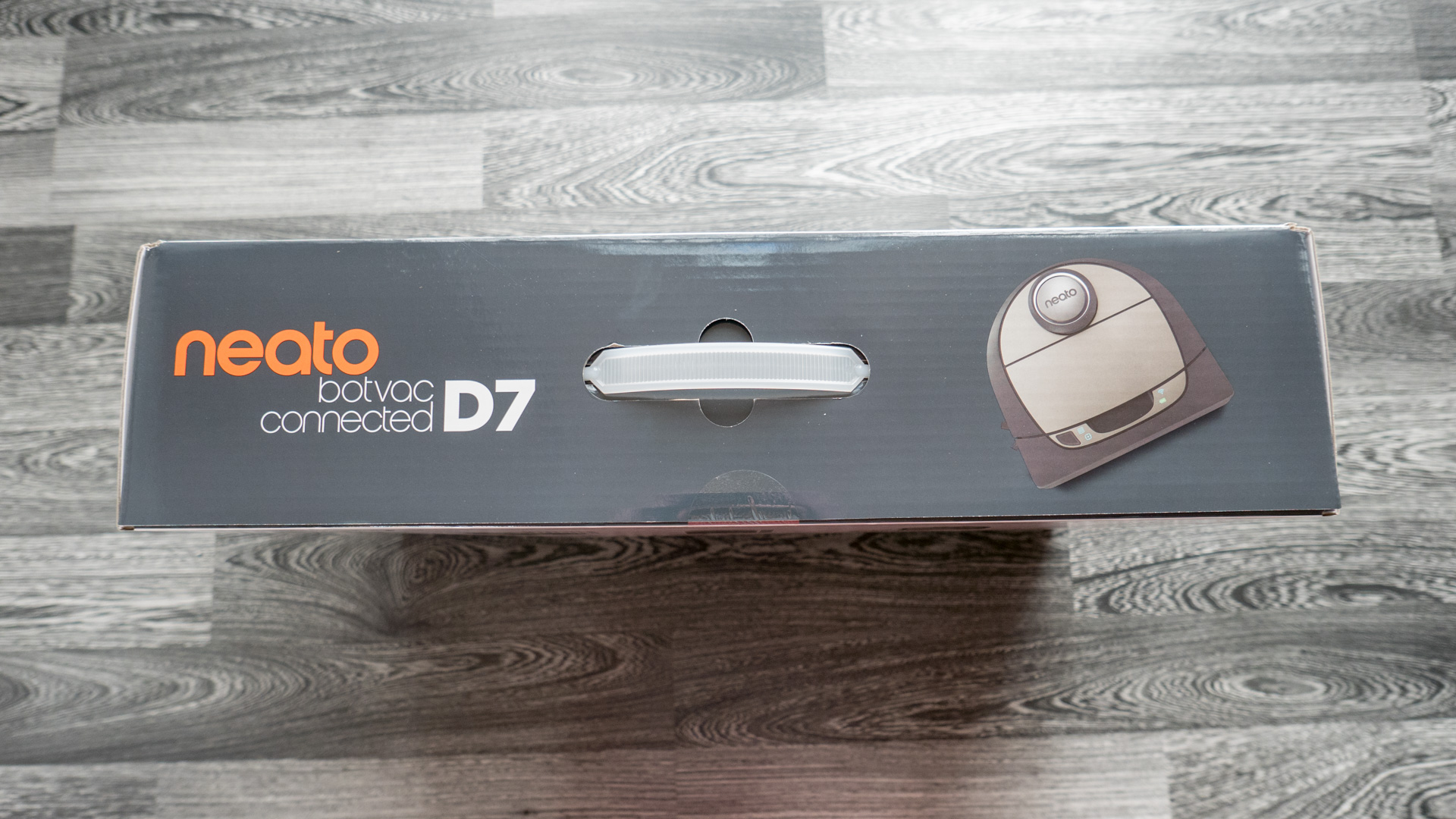 Neato Botvac D7 Unboxing 02