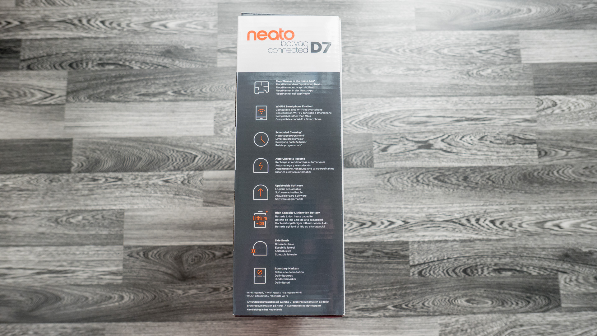 Neato Botvac D7 Unboxing 04
