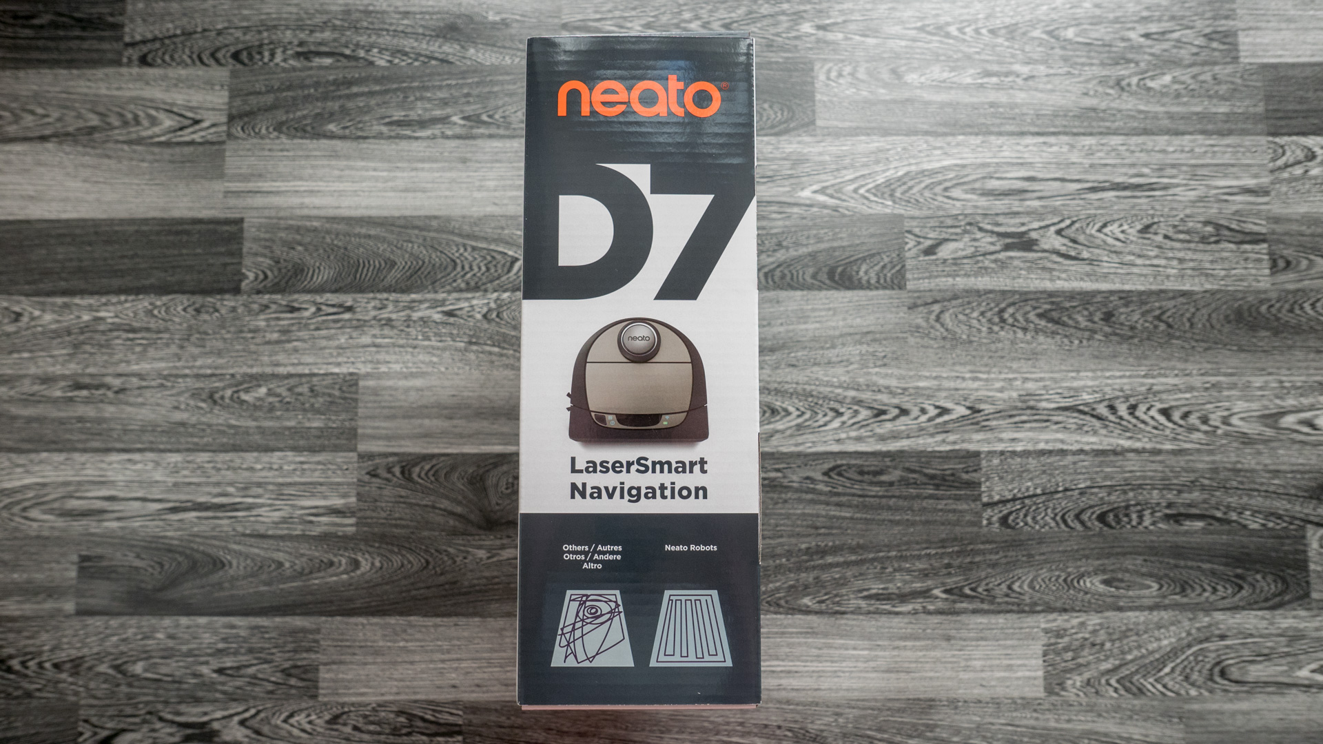 Neato Botvac D7 Unboxing 05