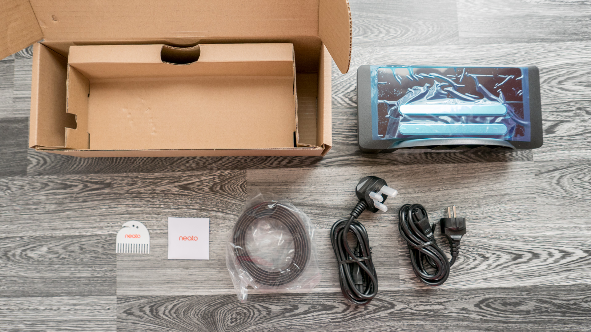Neato Botvac D7 Unboxing 12
