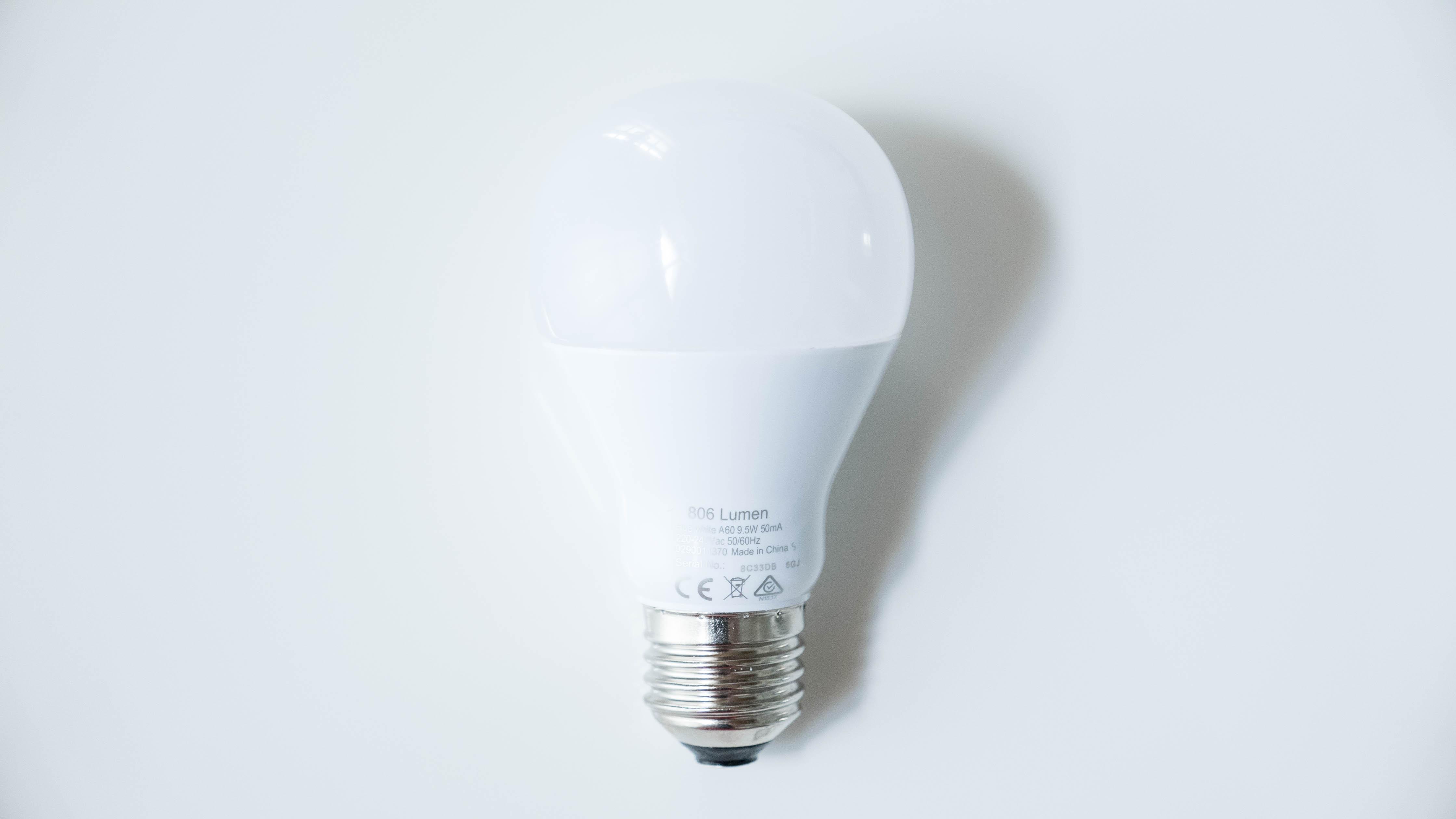 Philips-Hue-White-Bulb-hinten