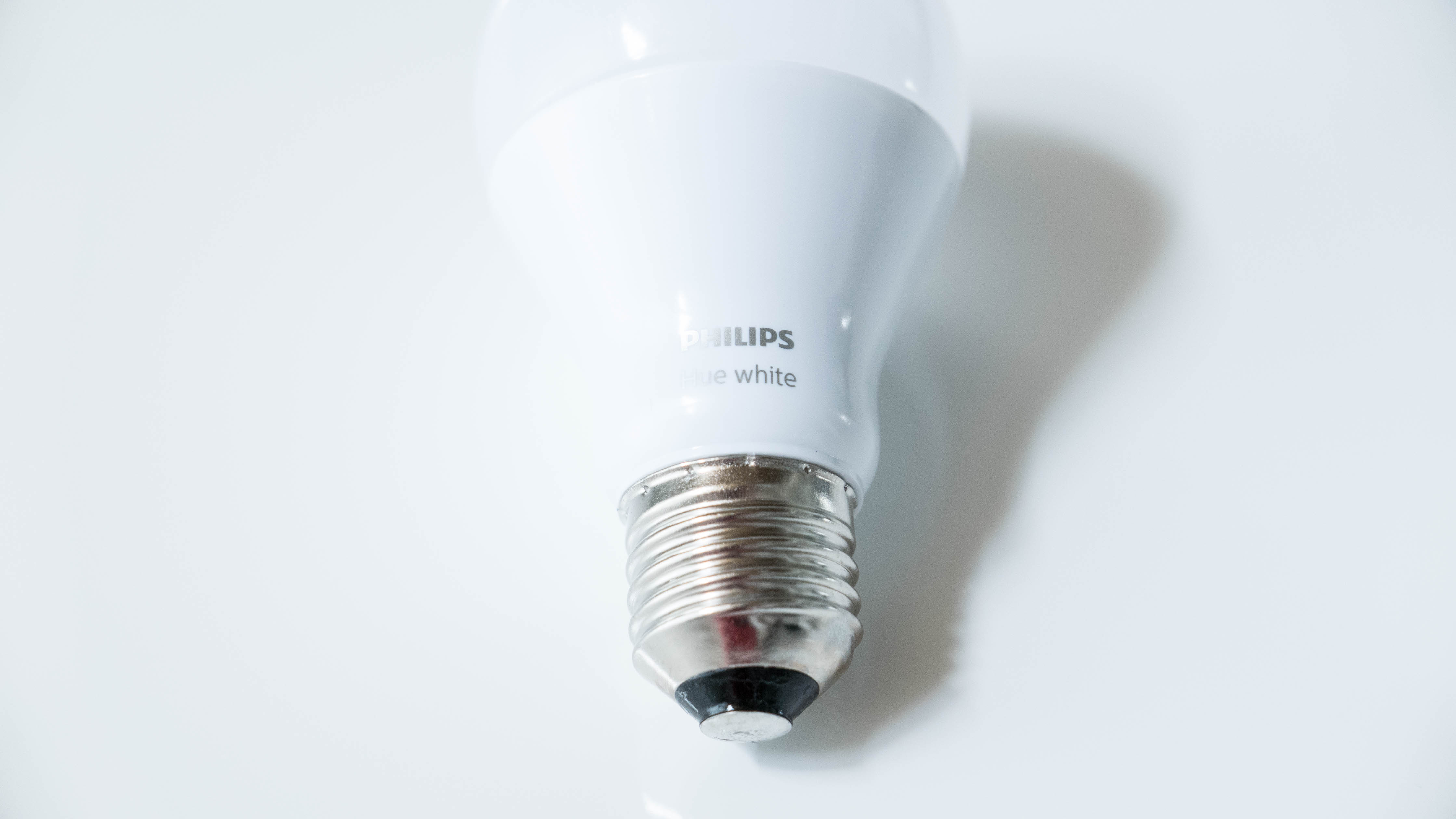 Philips-Hue-White-Bulb-schräg