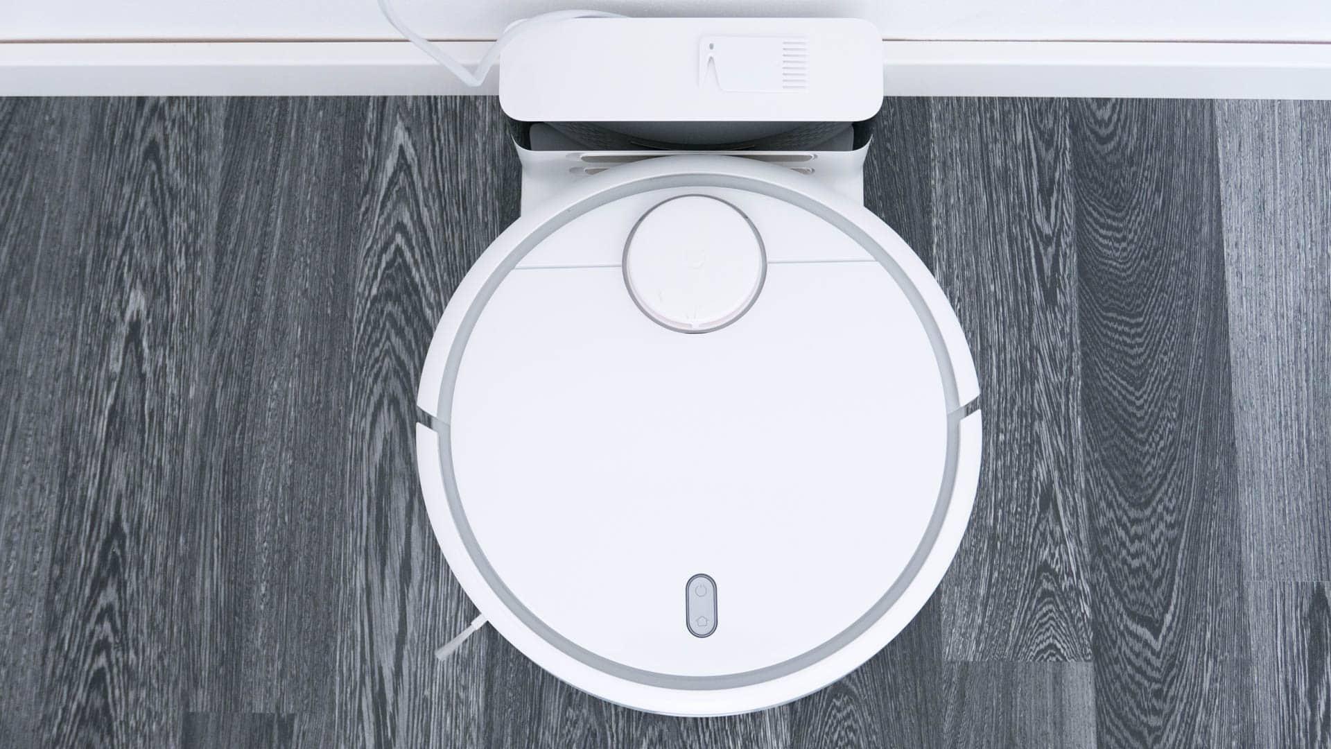 Xiaomi-Mi-Staubsauger-Roboter-im-Test-oben-mit-Station