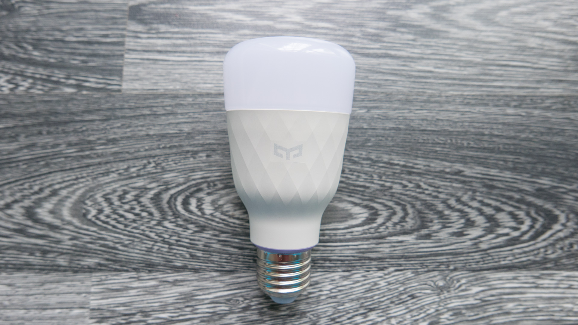 Xiaomi Yeelight Color Bulb Details 01