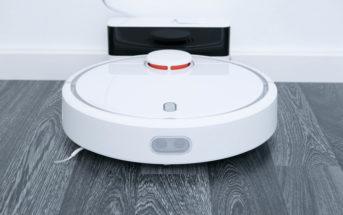 Xiaomi Mi Staubsauger Roboter im Test vorne mit Station