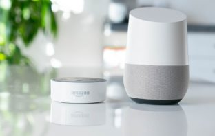 Amazon Alexa und Google Assistant