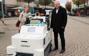 Foto: Stadtkämmerer André Schellenberg und die 1. Betriebsleiterin des EAD, Sabine Kleindiek © Wissenschaftsstadt Darmstadt/ Daniel Klose