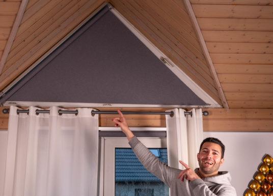 🎥 DIY – Smarte Verdunklung für Dreiecksfenster mit dem Ikea Fyrtur Rollo!