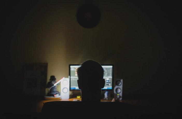 Schreibtisch Computer Nacht Hacker anonym